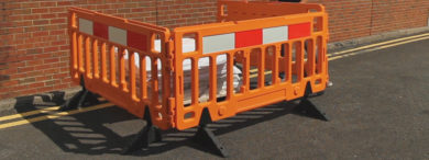 barrier fences for crowd management and event safety