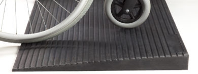 Rubber threshold ramp for wheelchairs