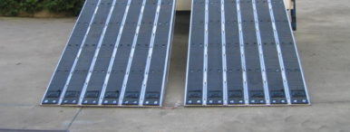 Loading ramps for vehicles with steel tracks