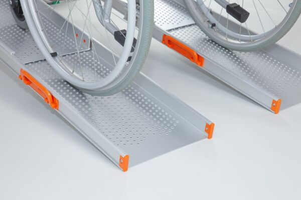End of extra wide telescopic channel ramps