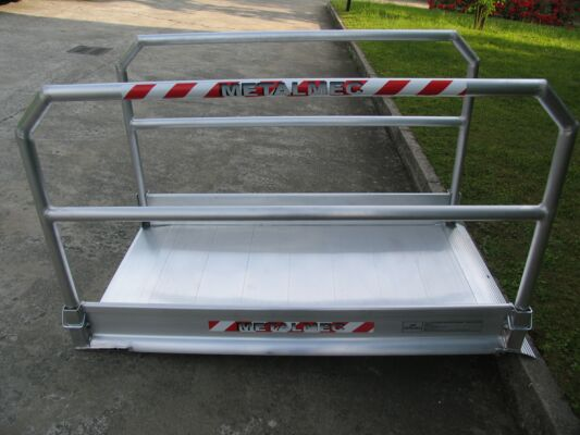 Vehicle ramp with grip surface
